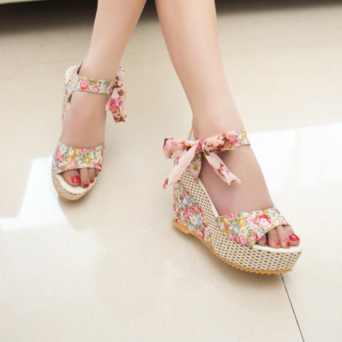 Floral Wedge Heels In Pink