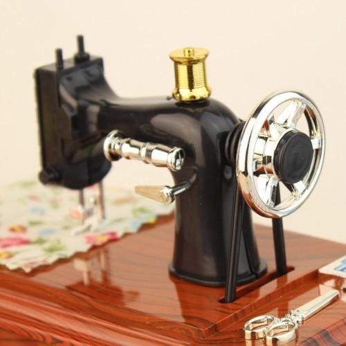 Retro Nostalgic Wind Simulation Sewing Machine Music Box Music Box Creative New Trumpet