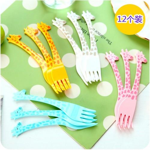 Food Picks 12PC Cute giraffe tableware Fruit fork Portable cartoon plastic fruit dessert fork picnic party.jpg 640x640