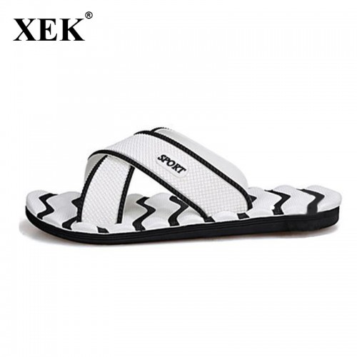 Men Slippers New Lightweight Casual Plaid Stripes Sandals Summer Fashion Men Classic Flip flops