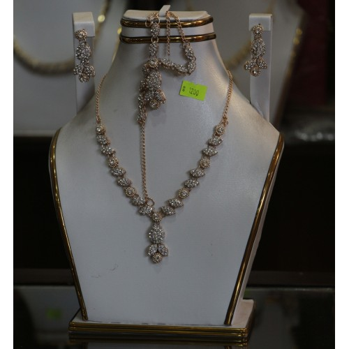 trendy traditional jewelry set 4