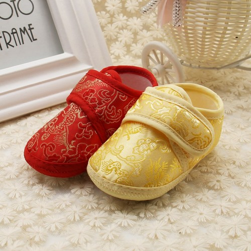 Newborn First Walker Baby Soft Bottom Retro Golden Floral Embroidery Shoes