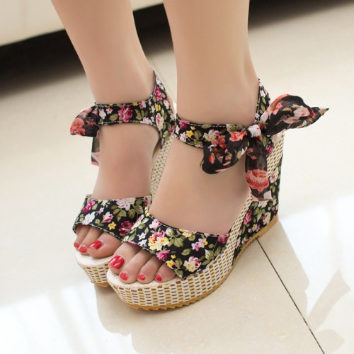 Floral Wedge Heels In Black