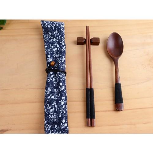 New Arrivals Korean Japanese Chinese Style Wood Chopsticks Spoon Bag Creative Travel Portable Household Dinnerware Sets