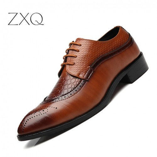 ZXQ New Arrival British Style Men Classic Business Formal Shoes Pointed Toe Retro Bullock Design Men