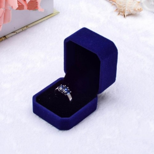 1pcs Squre Wedding Velvet Earrings Ring Box Jewelry Display Case boxes Amazing.jfif